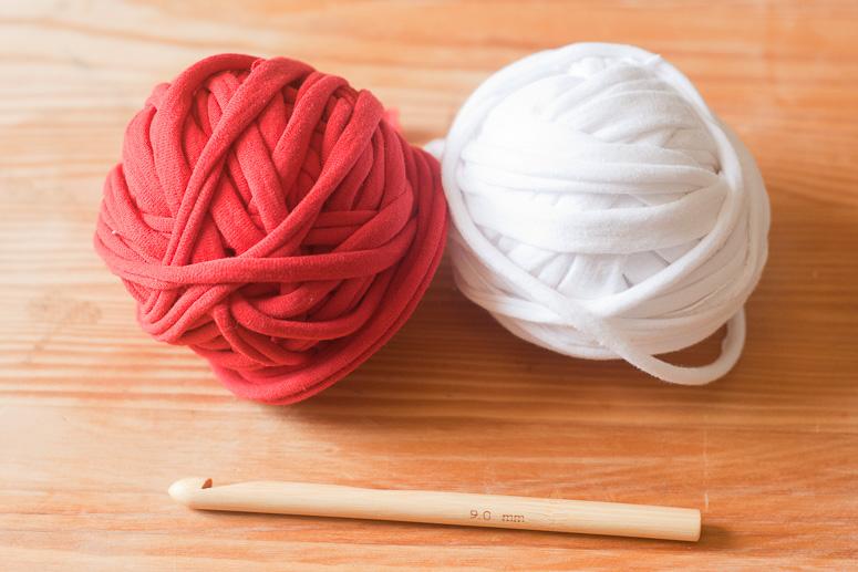 Make a crochet basket from t-shirt yarn at Callaloo Soup -1