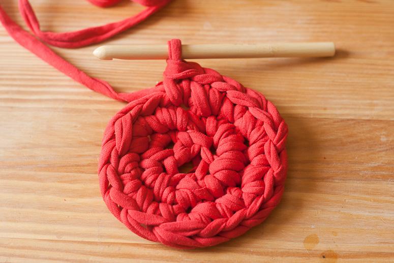 Make a crochet basket from t-shirt yarn at Callaloo Soup -5