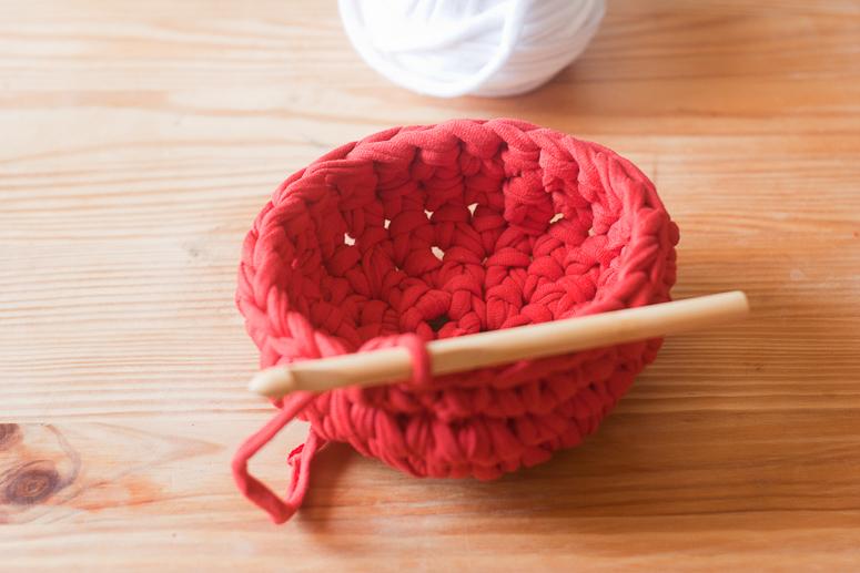 Make a crochet basket from t-shirt yarn at Callaloo Soup -8