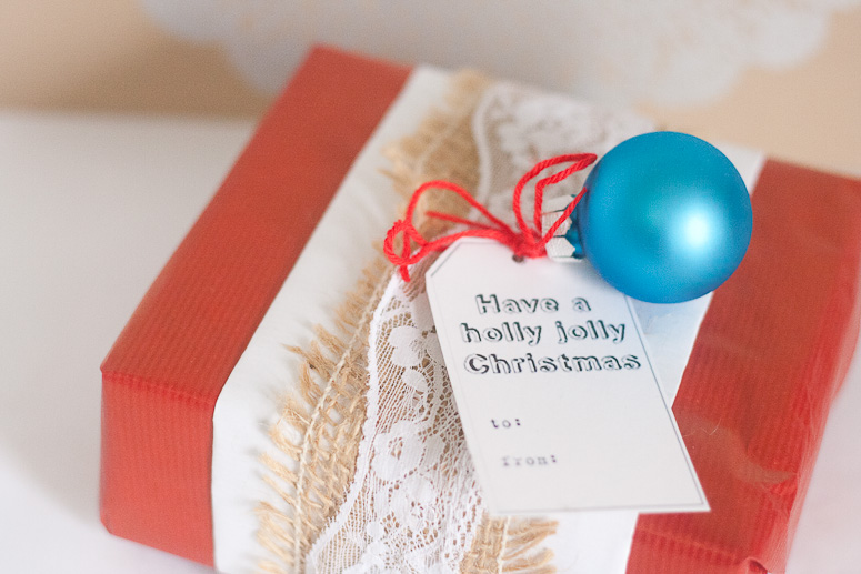 Burlap and lace at Callaloo Soup- gift wrap idea 2 - red and blue